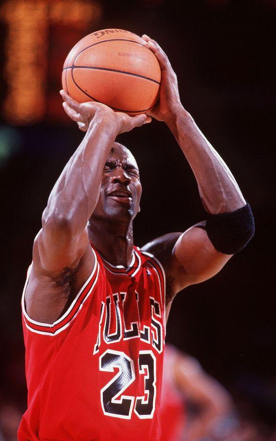 Le plus grand sportif de tous les temps fête ses 54 ans aujourd&#39;hui... #jordan <br>http://pic.twitter.com/JJbHxOLGv8