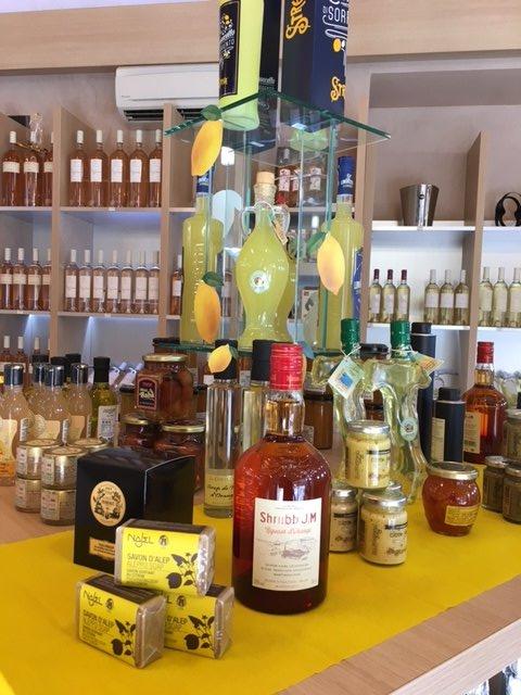 C&#39;est la #fêteducitron à la boutique!Bénéficiez de 15% de #remise sur tous les produits à base d&#39;agrumes!  #citron #SouthofFrance #var<br>http://pic.twitter.com/ACDfuhCeeL