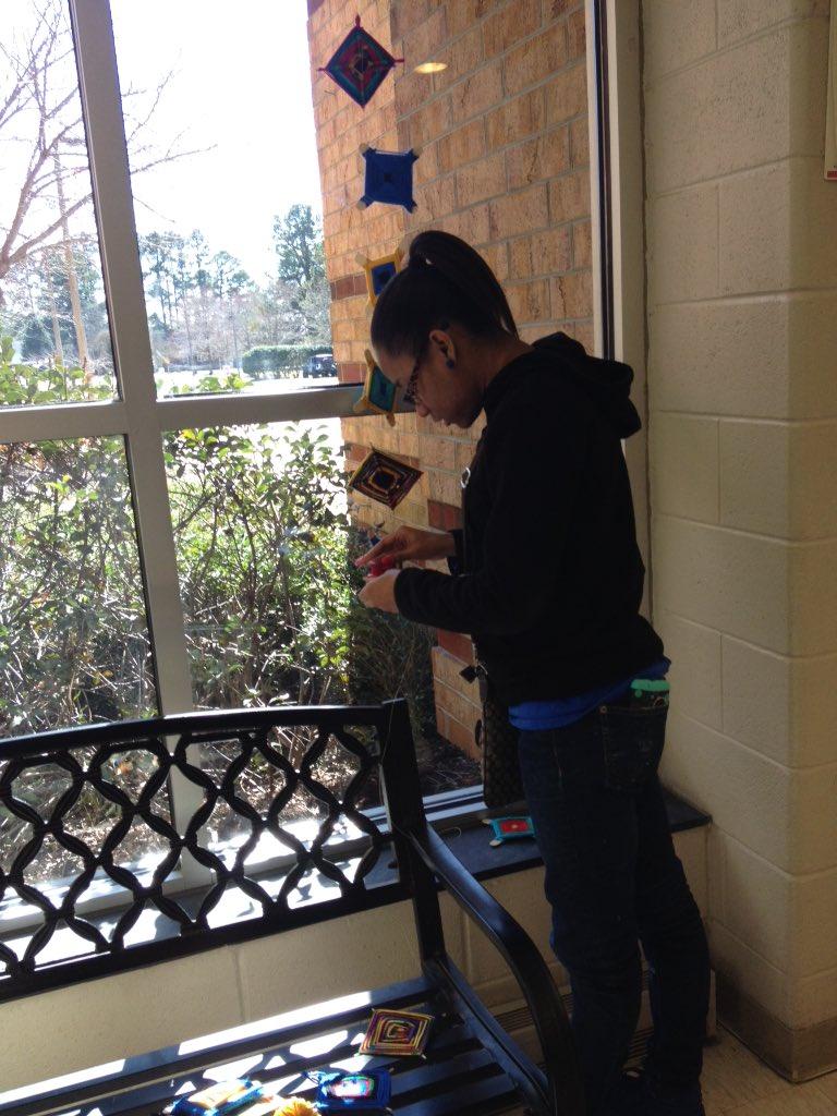Mrs. Simmons&#39; Ss decorating for Hispanic Heritage Day on 2/21! @dukeswhs @IWCSchools #creativity #citizenship <br>http://pic.twitter.com/Q7hScvOiJl