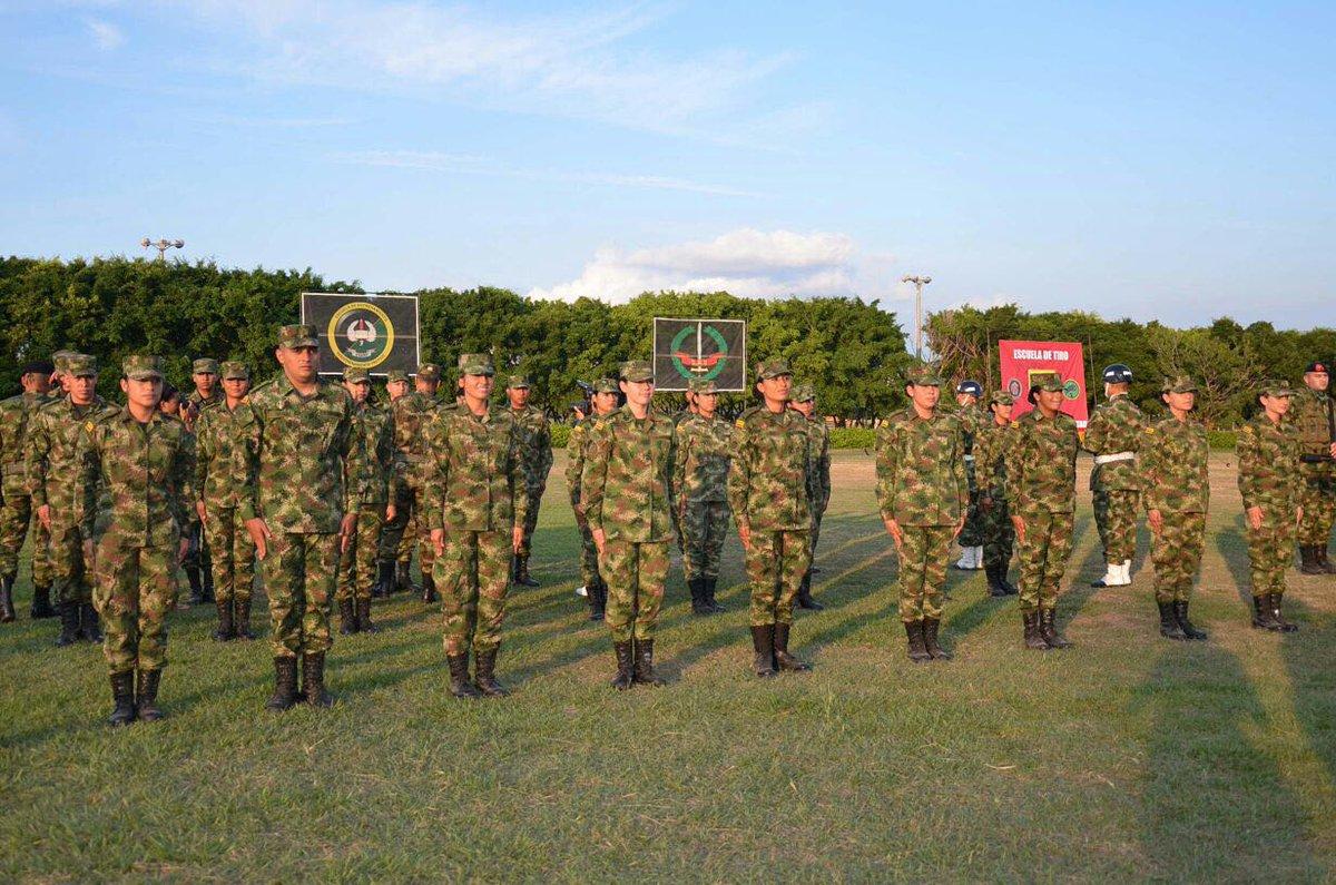Oficiales administrativos del Ejercito obtienen por primera vez el Curso Avanzado de Combate