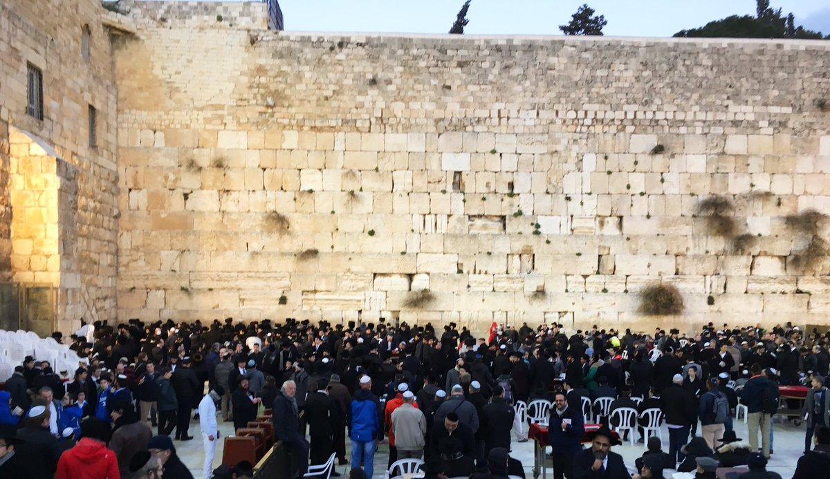 #Jérusalem #shabbatshalom  un peu de mystique, ça fait pas de mal...<br>http://pic.twitter.com/PWTMAGmG5a