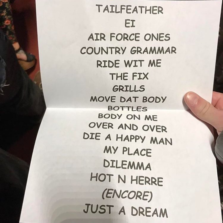 Nelly's setlist is in COMIC SANS!?!??? https://t.co/H0xqMUXBCk