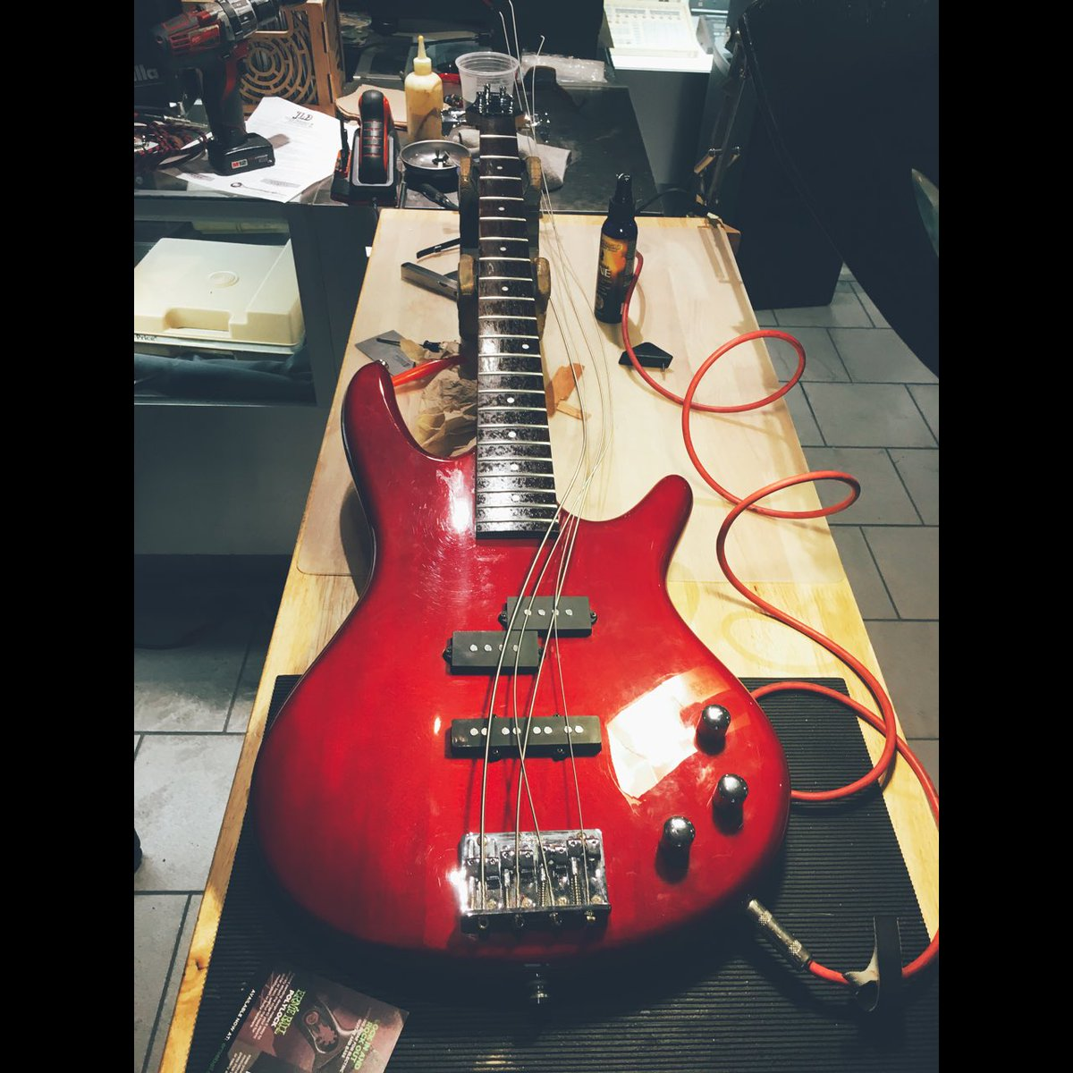 Ibanez GIO 4string in for a setup #jessedeandesigns #guitartech #stewmac #luthier #ibanez<br>http://pic.twitter.com/wWcYxyyqA3