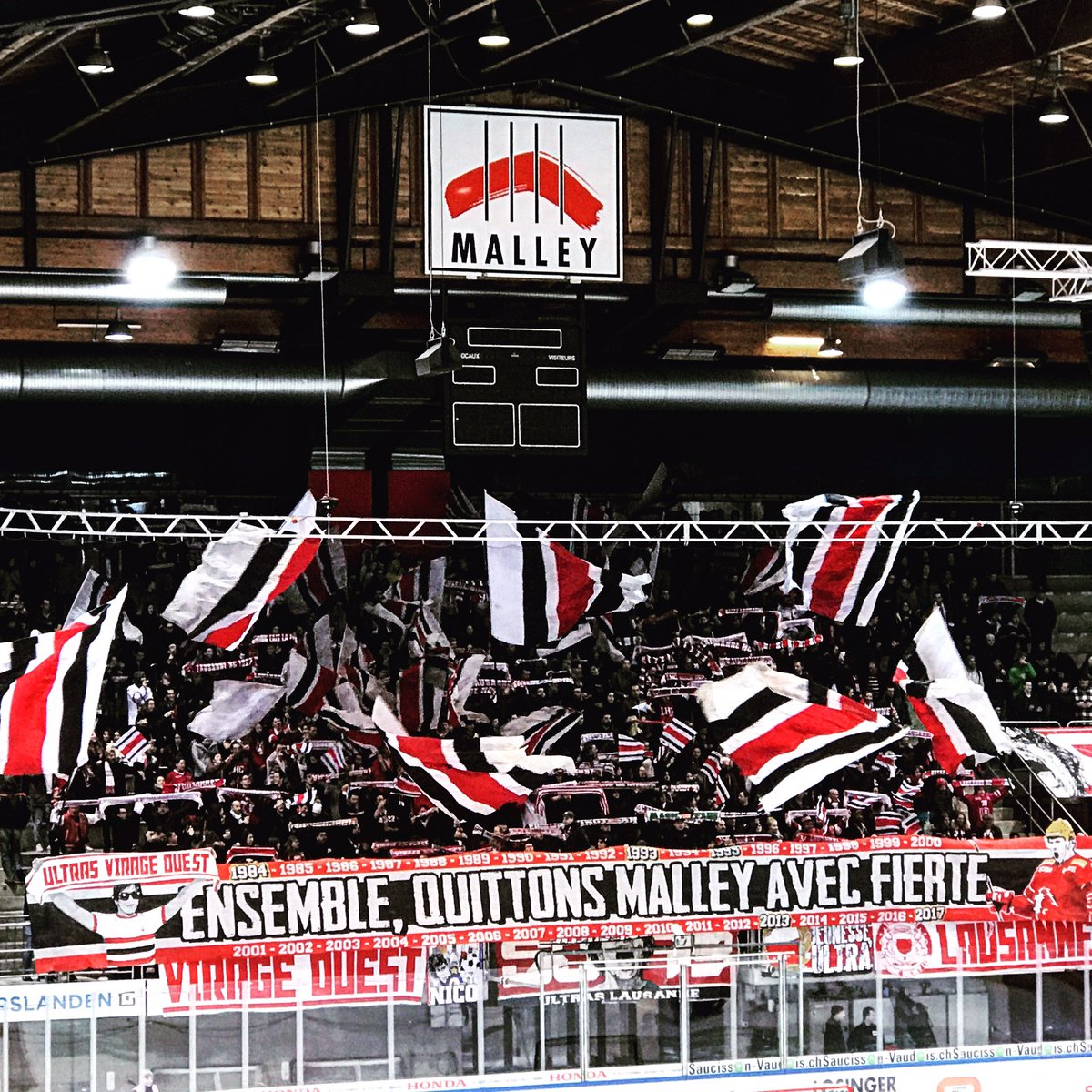 &quot;Ensemble, quittons Malley avec fierté&quot; @lausannehc #hockey #club #sectionouest #virage #kop #ultra #tifo #LHC #lhc1922 #malley #SO93<br>http://pic.twitter.com/kbr0LZVXwL