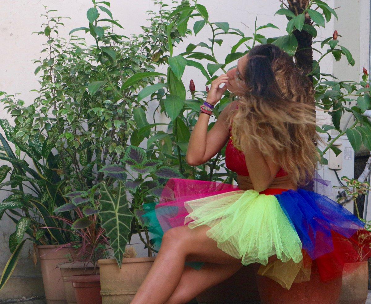 Bien arrivée au #Brésil. Dans les coulisses du carnaval, je suis partie à la rencontre de Thilma, couturière à #Rio :)<br>http://pic.twitter.com/ESOrLe0p4A