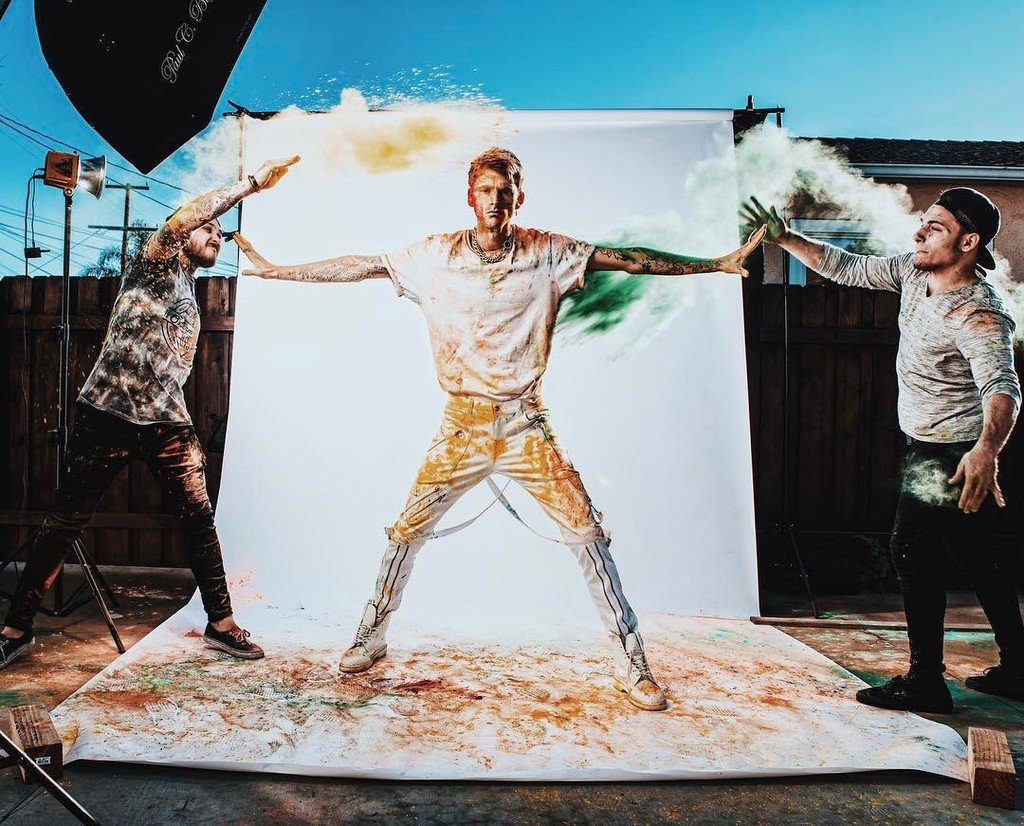 A wider shot from the @altpress cover shoot with @machinegunkelly - thanks to @codydemory … https://t.co/RUCSjBBiIf https://t.co/ssRNUmwxFv