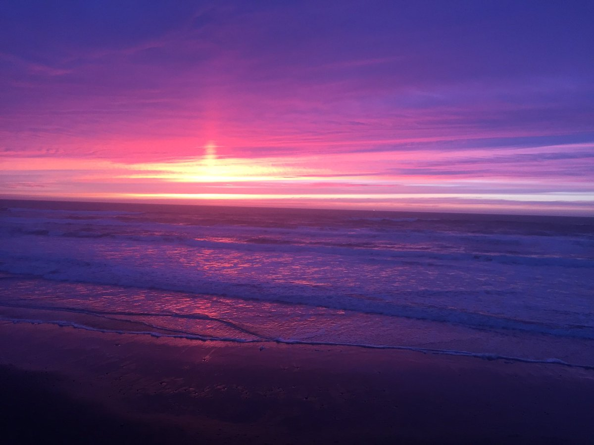 Sunset at Lincoln City tonight #kgwweather <br>http://pic.twitter.com/ylR8C3EFr8