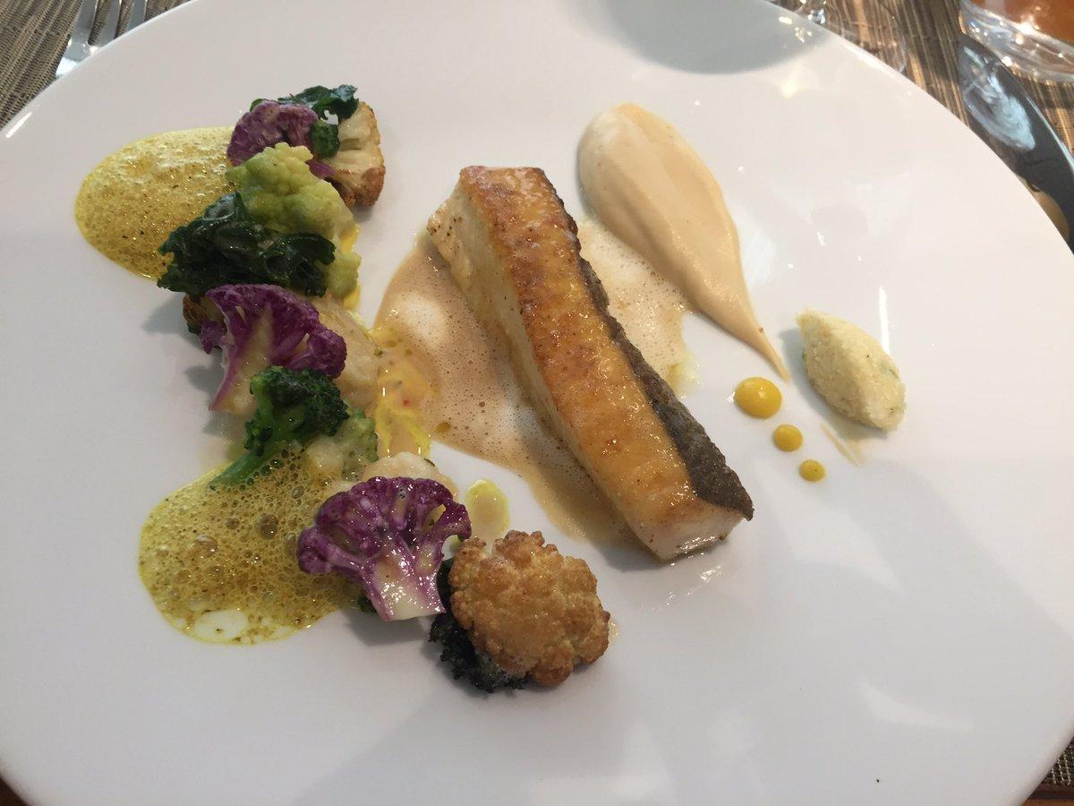 Récit d&#39;un #déjeuner à #LoiseauDesDucs #restaurantDijon @BernardLoiseau #terroir #savoirfaire #passion<br>http://pic.twitter.com/DVcsZIR4Ic