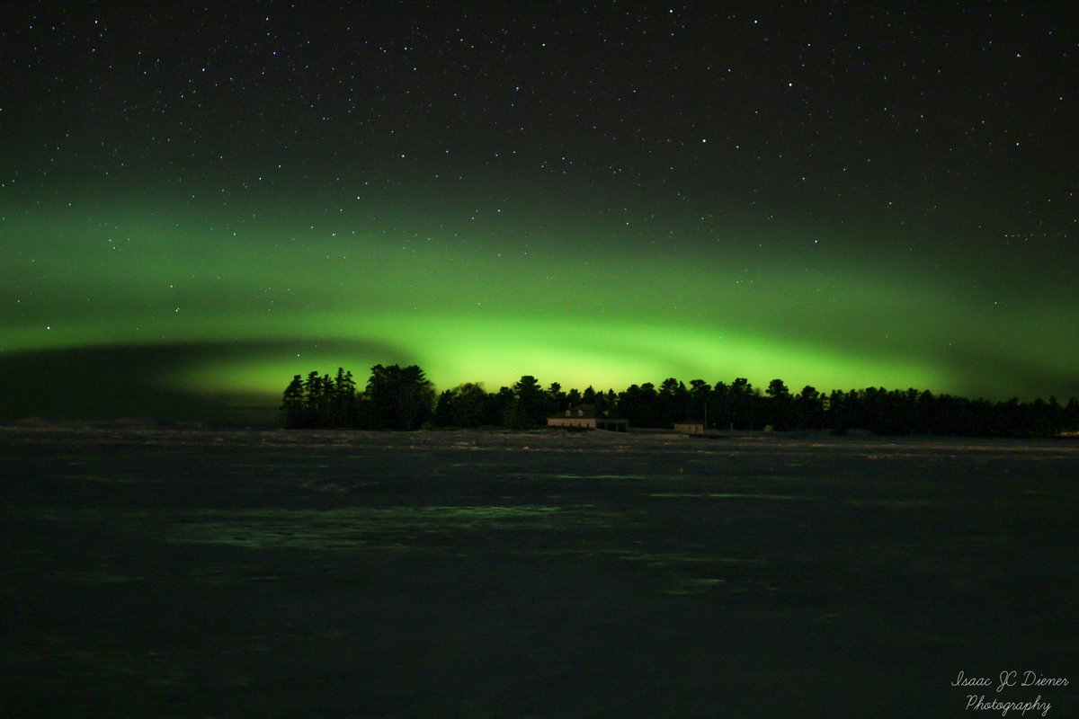 Tonight&#39;s #NorthernLights around 10:30pm in Eagle Harbor, #Michigan #AuroraBorealis #UpperMichigan #KeweenawPeninsula #upperpeninsula<br>http://pic.twitter.com/6wfcdvf5HE