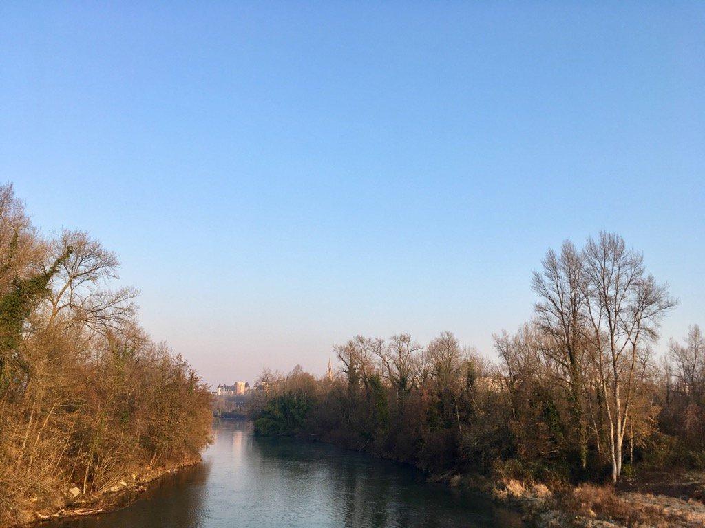 #Pau #gave #château dans la lumière d&#39;un matin aux airs de printemps<br>http://pic.twitter.com/U0NowVcFip