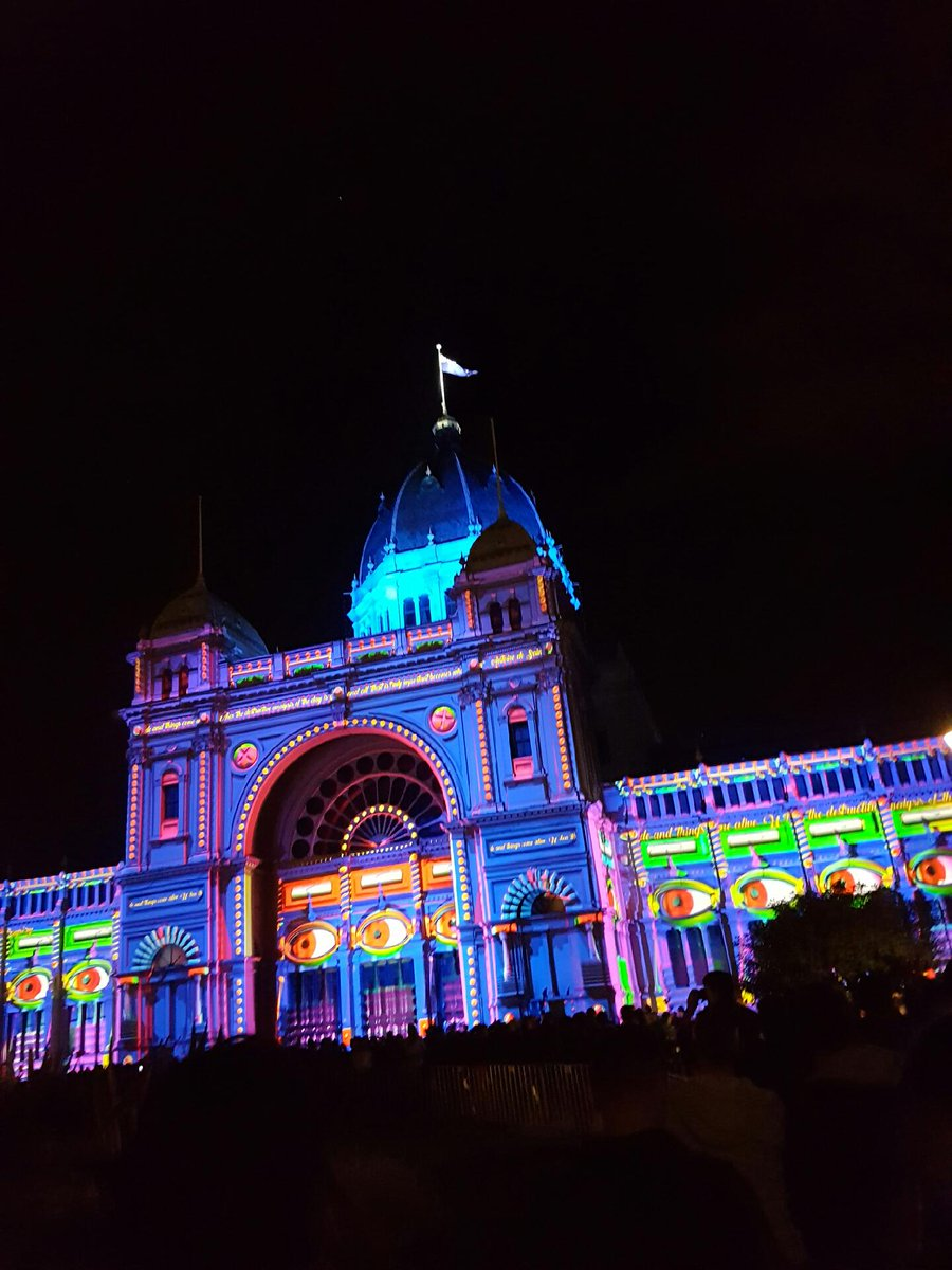 A Master Builders icon brought to life in vivid colour tonight #whitenightmelbourne #ilovemelbourne #brightlights <br>http://pic.twitter.com/RNeo1MZkWh