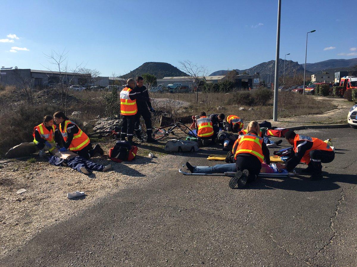 #Pompiers du #Gard formation intégrée #CA 1 équipe - mises en situations au plus proche de la réalité #EDSP30 #Sdis30 #SaintHippolyteDuFort<br>http://pic.twitter.com/A1e3QtW8aY