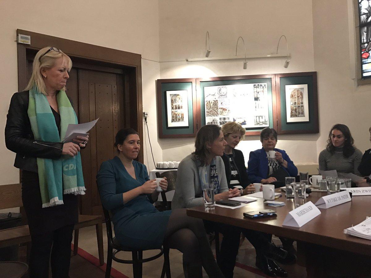 Vandaag aanwezig bij #CDAV over #vrouwelijkleiderschap. #WytskedePater aan het woord.<br>http://pic.twitter.com/bhFA9cTzDe