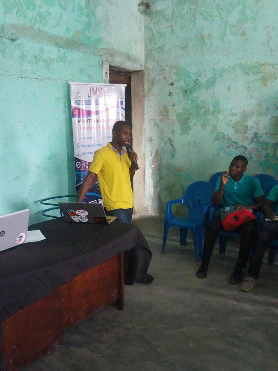 @fkobon prend la parole pour nous parler de #logiciel #libre #jmsi #ayiyikoh #jerryDIT<br>http://pic.twitter.com/hoPX5oKszj