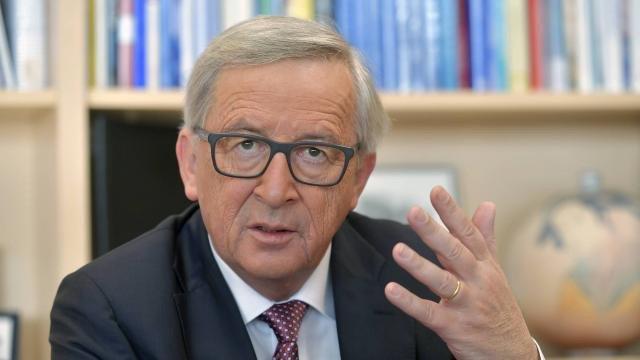 #Commission veut faire assumer leurs choix aux #Etats   via @ouestfrance. ENFIN !!!!!!  https://www. ouest-france.fr/europe/ue/la-c ommission-veut-faire-assumer-leurs-choix-aux-etats-4805217 &nbsp; … <br>http://pic.twitter.com/FMkDQEX6GH