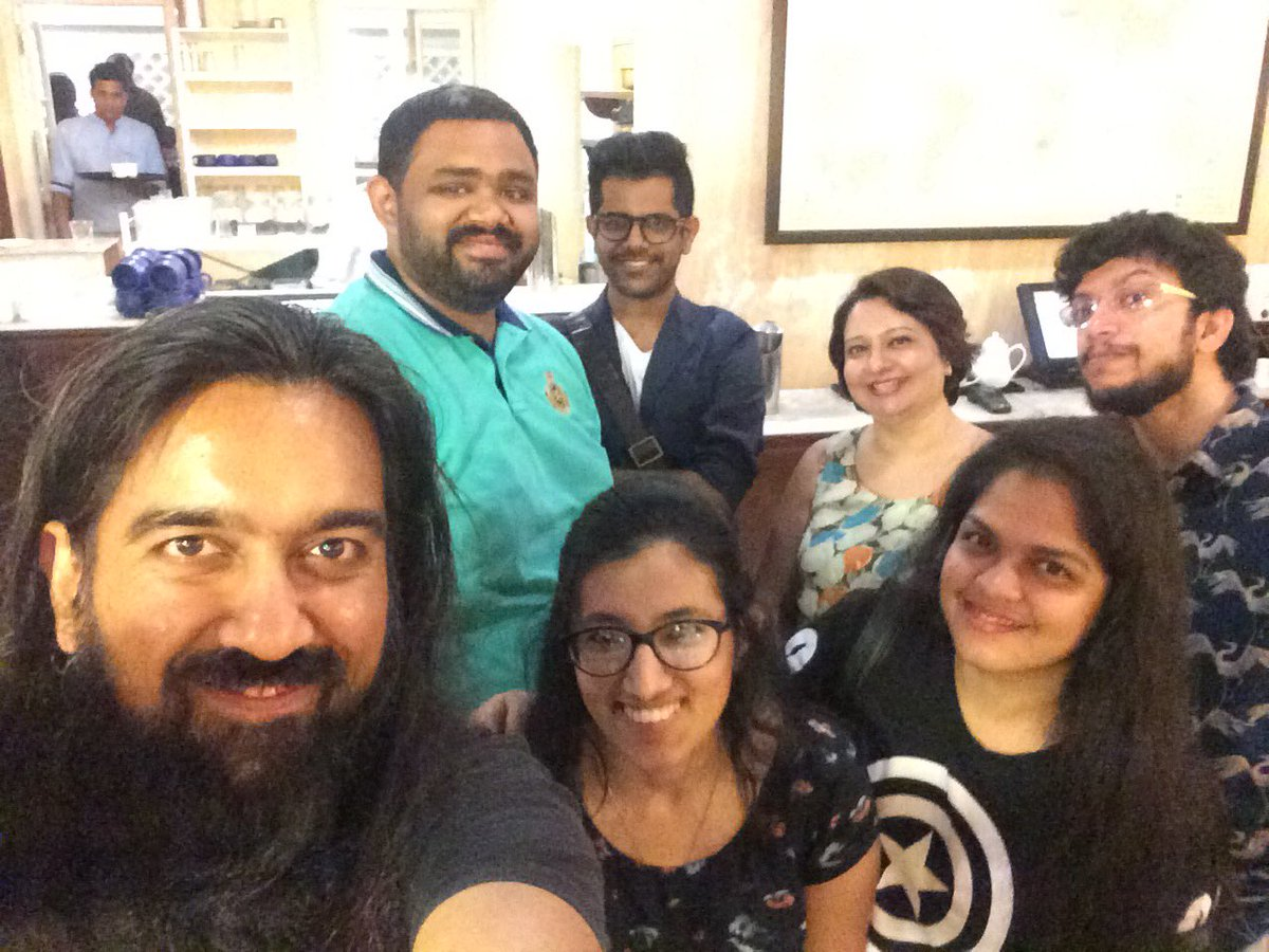 Absolute blast meeting the #SY5Chat fam. Much  &amp; fab time! Here&#39;s to more  meets. Cheers all!!   #SY5PotterMania<br>http://pic.twitter.com/lgCQoBueM5