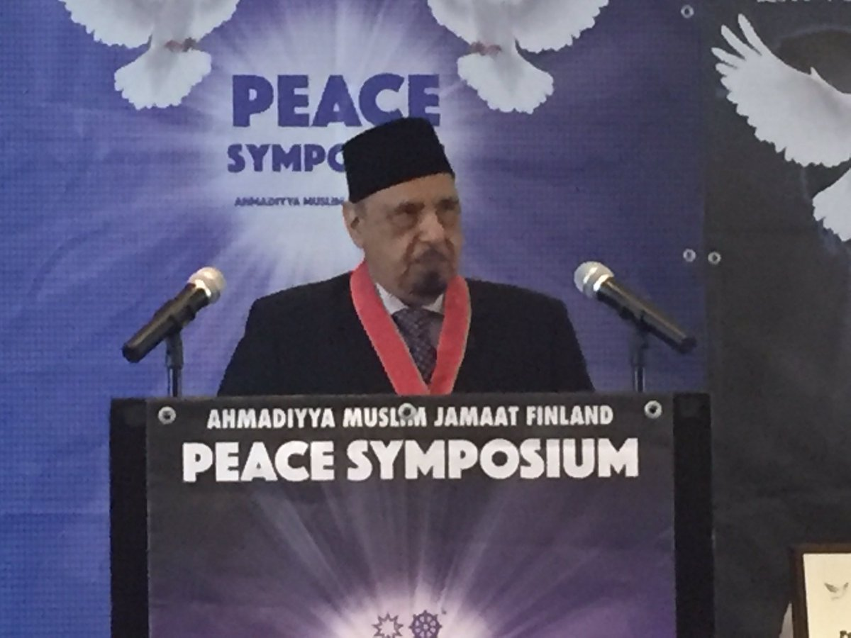 Keynote speech by his excellency Dr. Sir Iftikhar Ayaz KBE OBE at #peacesymposium #Ahmadiyya #suomi about tendency in society to bring peace <br>http://pic.twitter.com/hyzMK8trQD