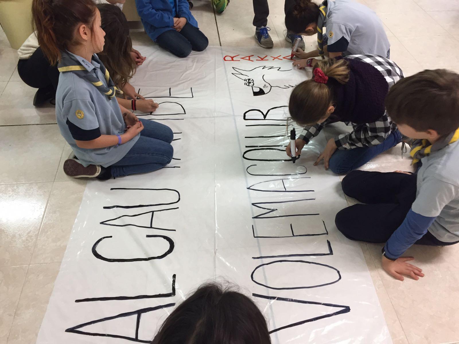 Llops i Castors han preparat pancartes i cartells per a la manifestació! A les 16h a Urquinaona. #volemacollir #somdecau https://t.co/gsV0SeA71D