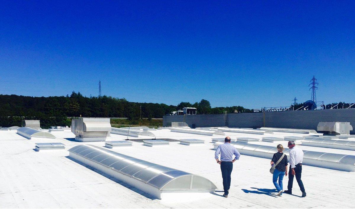 La #tendance des toits blancs ou #CoolRoof, gagne la France. Une solution #écologique, mais aussi #économique  http:// buff.ly/2luTN1M  &nbsp;  <br>http://pic.twitter.com/3f0zqB3fbk