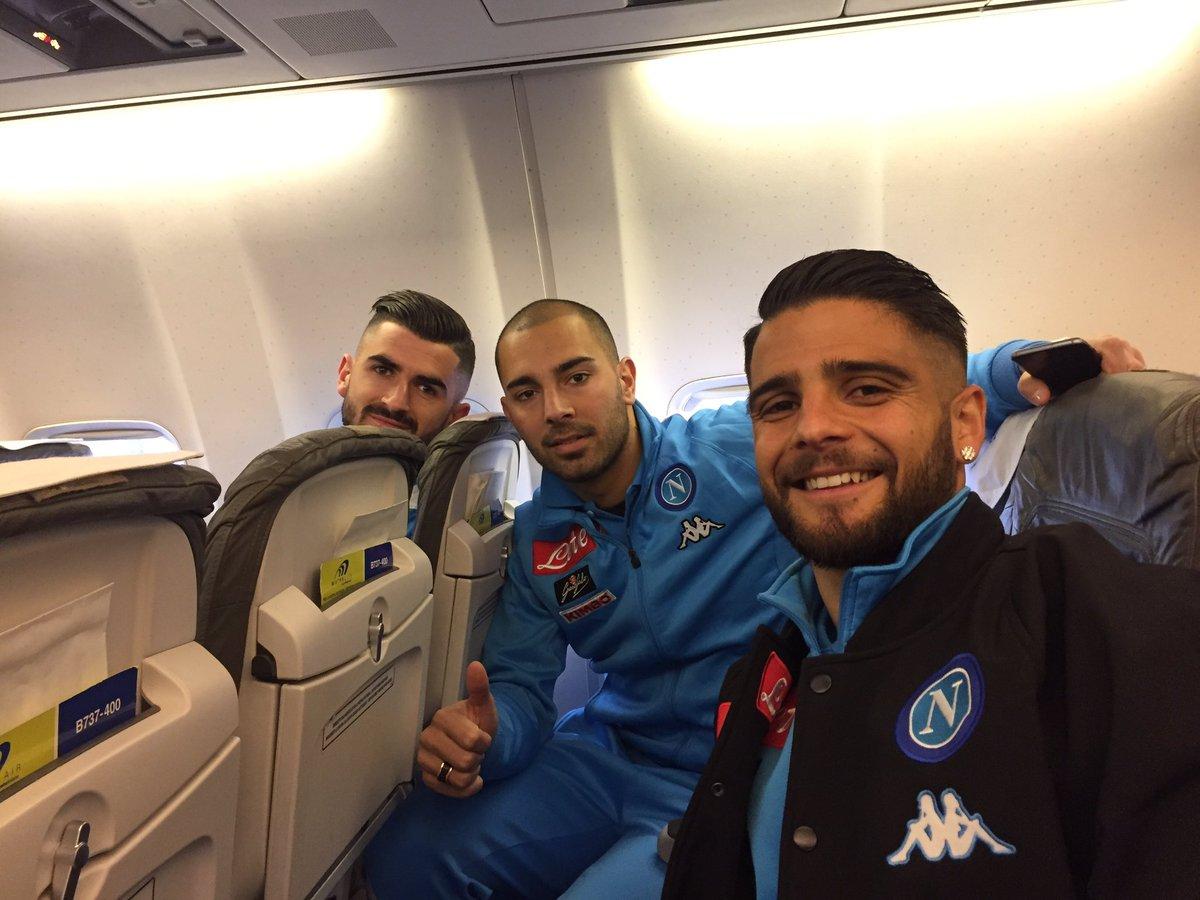 🛫 in partenza per Verona 👍 #ChievoNapoli @SerieA_TIM ⚽️ #ForzaNapoliSe...
