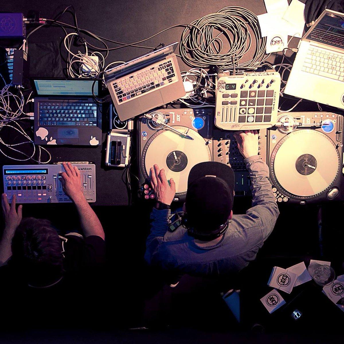 DJ Uneek est au Luna ce soir #Funk, #Hiphop #Electro à partir de 22h. Venez &amp; profitez. #LaPlagne #Music #DJ #Party   http:// ow.ly/MiAr3091pjN  &nbsp;  <br>http://pic.twitter.com/UueeZdv4sN
