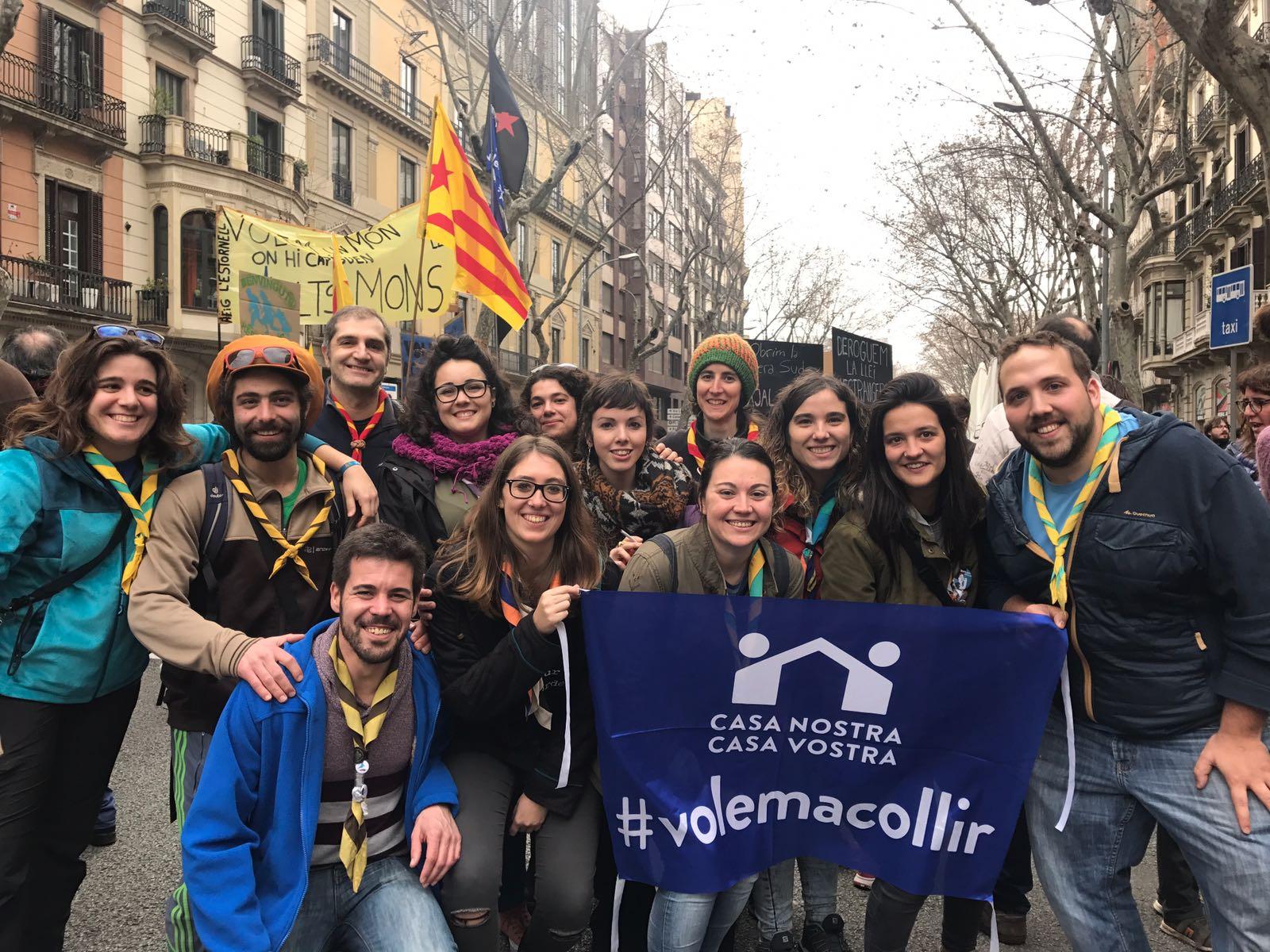 Membres dels espais generals, des de Barcelona a la manifestació de #CasaNostraCasaVostra #somdecau #obrimfronteres #obrimelscaus! https://t.co/ODyRX5kxYn