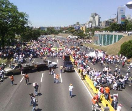 #18F Imágenes de la 'marcha' opositora. Hubo el doble de gente en la P...