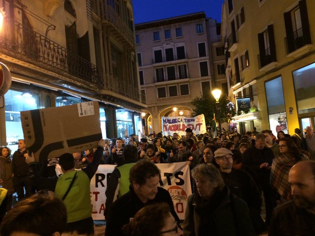 Si tancau les portes, tomarem les parets #volemacollir #palma <br>http://pic.twitter.com/NIkv5IbF4t