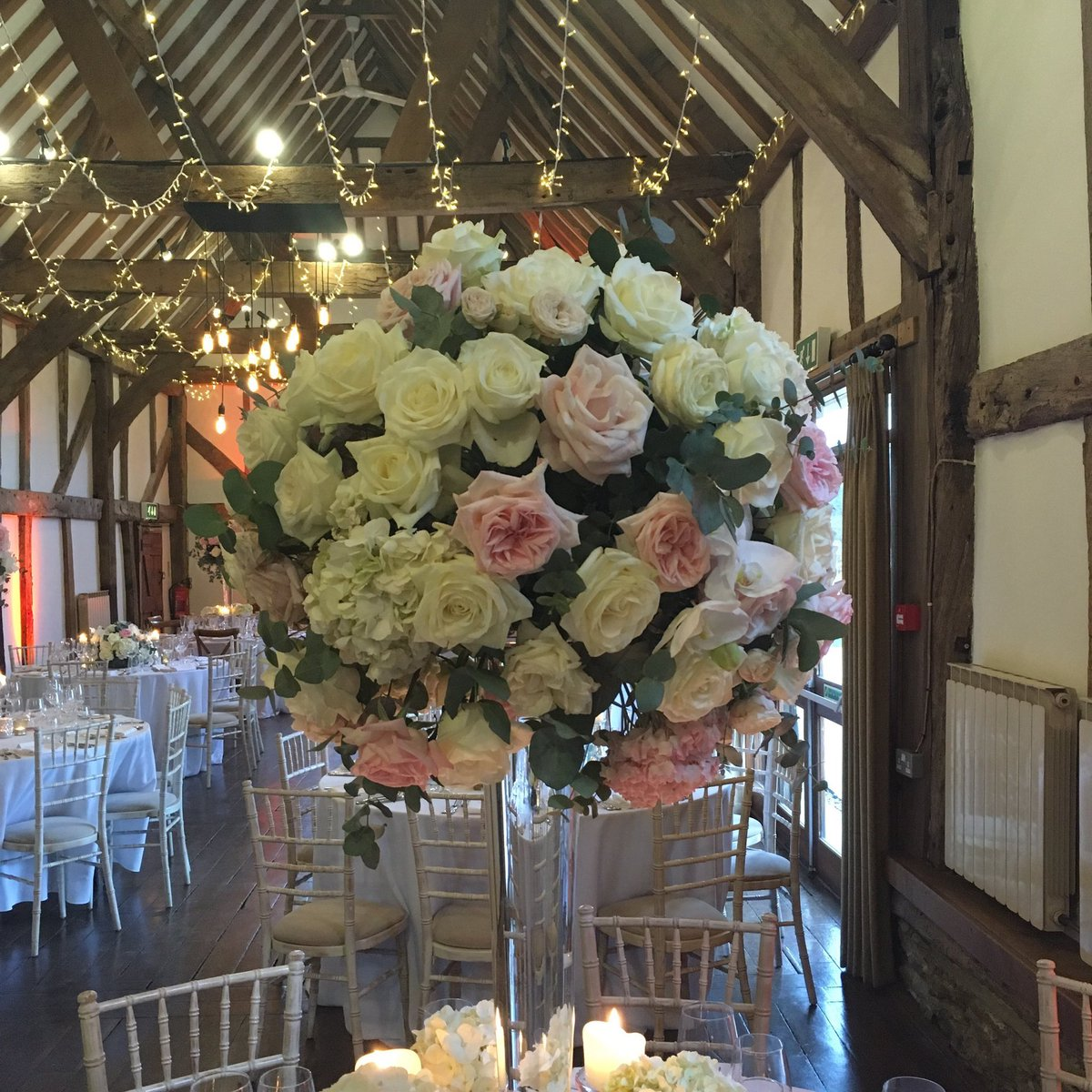 RT @_whitelilac Such a beautiful set up @LoseleyPark wedding showcases yesterday with the amazing @caperandberry xx #weddingflowers #mondayblooms xx