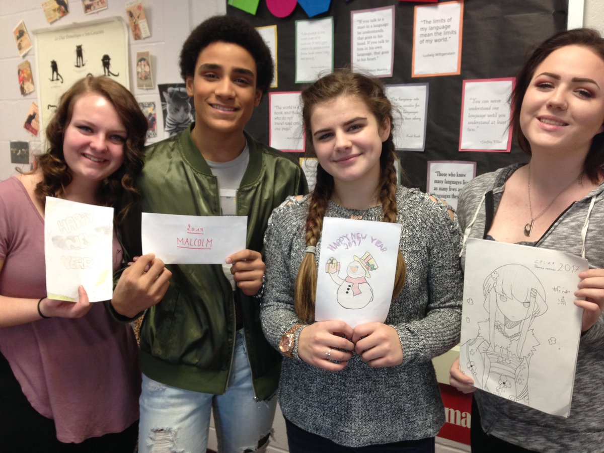 Showing off New Years cards from their French penpals #HPSDAwesome #bonneannée <br>http://pic.twitter.com/iLXeW61iac