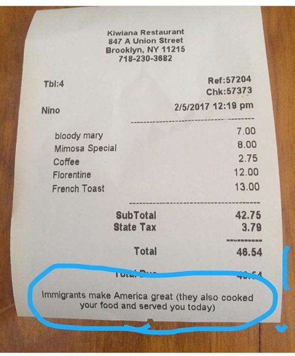 """ニューヨーク・ブルックリンのレストランで渡されたレシートに、トランプ大統領のスローガン""""M…"""