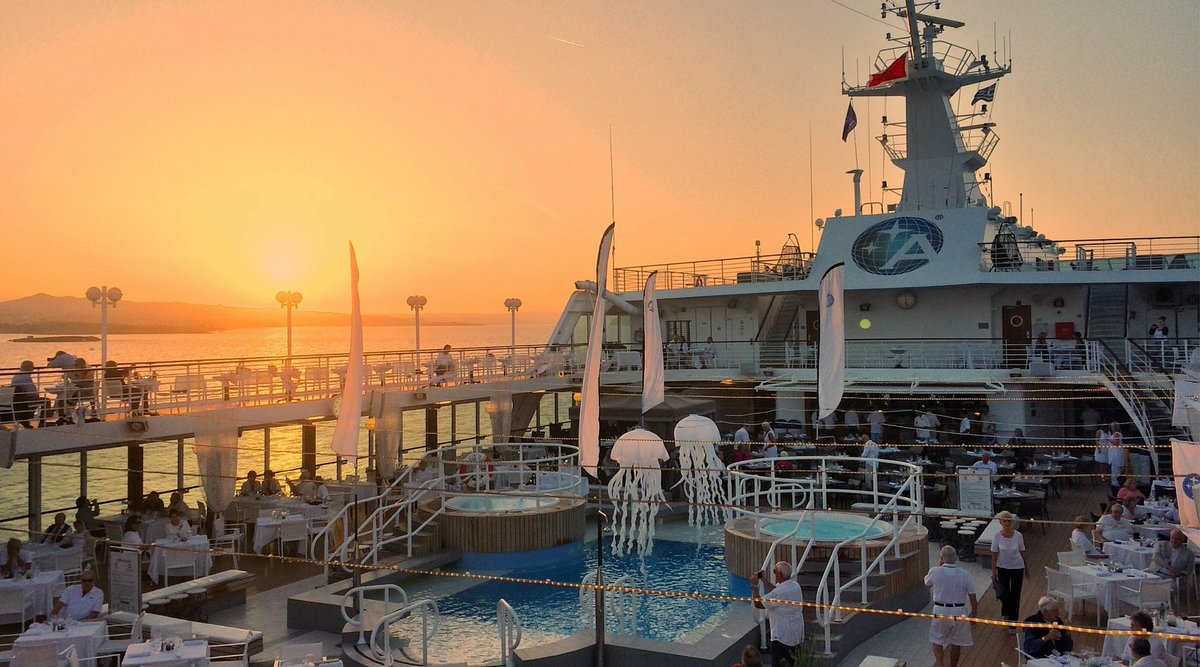 What's not to love about a #sunset at sea? #cruiselife