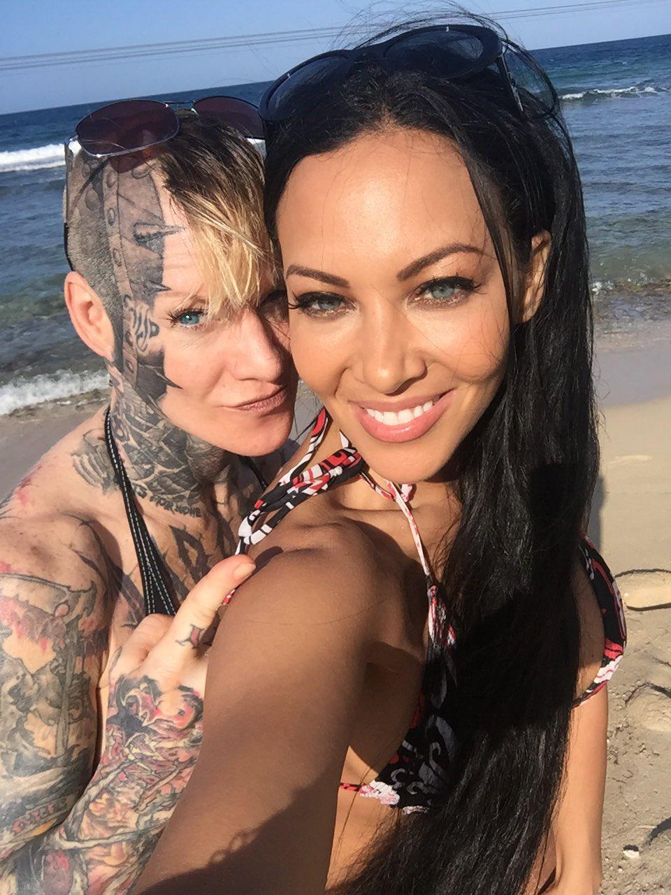 Carla Harvey en Twitter: 😎🌞hadnt put my toes in the sand