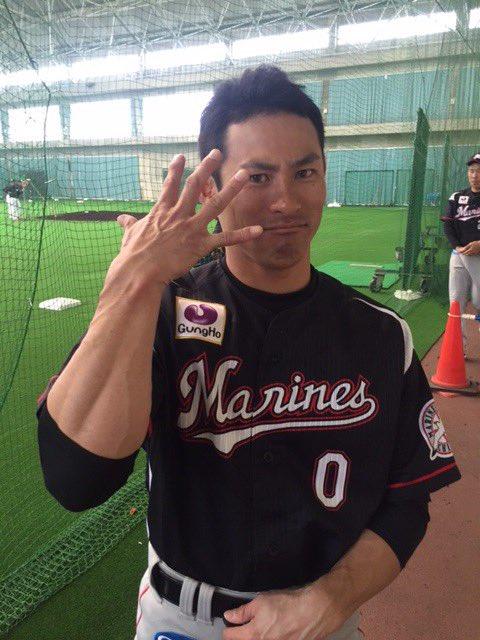 ビジターユニの荻野選手。だいぶ背番号0も違和感がなくなりました。ポーズは石川投手の真似です。(広報)…