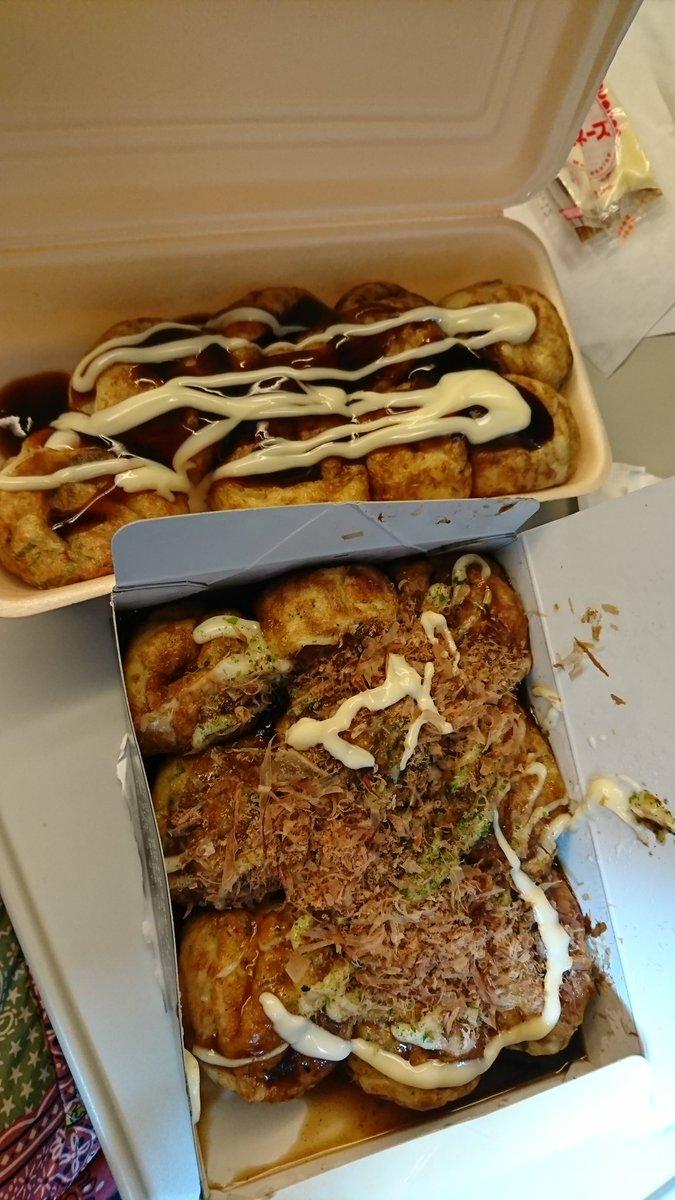 大阪でした。みんなでたこ焼き食べ比べ❗どっちもうめー!