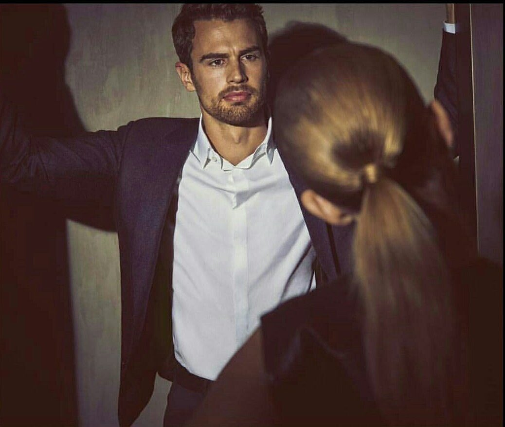 "abbastanza Theo James on Twitter: ""New picture of Theo James for the Hugo  BN14"