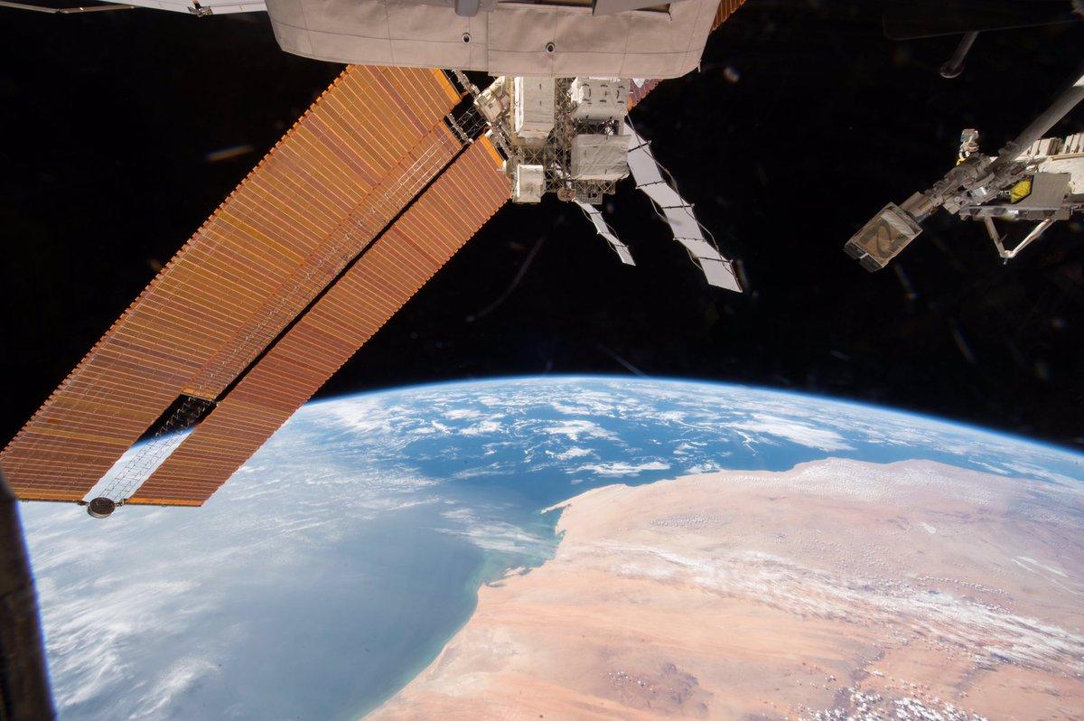 宇宙から見た砂漠もとても美しいです。ただ、地上に住む動植物にとっては、とても過酷な環境なのだと思いま…