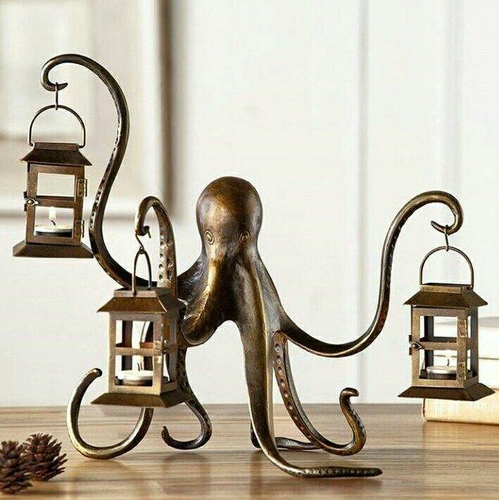 本日のクトゥルフ『燭台』蛸足でランタンを持つかわいいやつ!ロシアのインテリアショップ(ホームセンター…