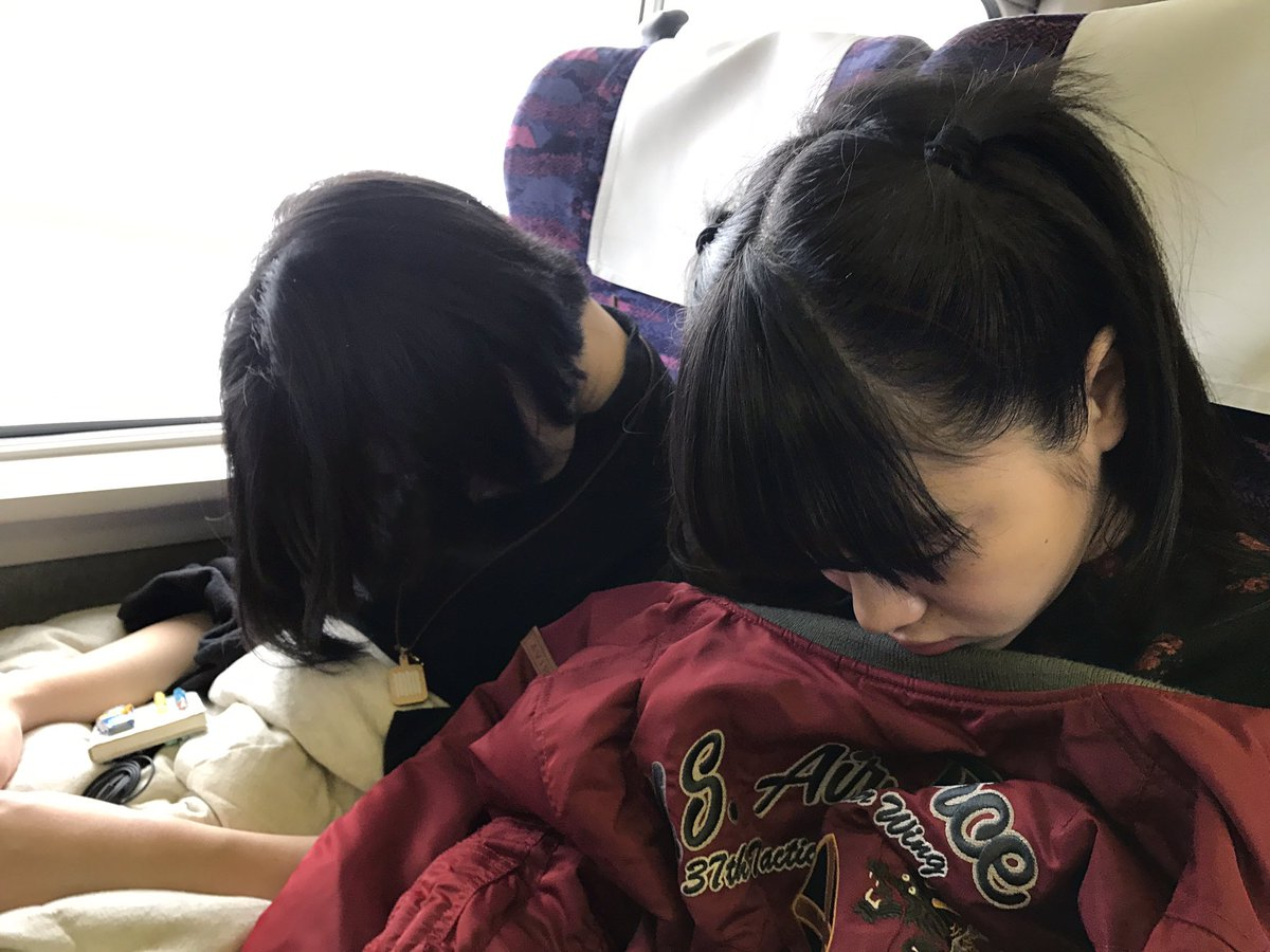 かほりこさんブログ更新して、 2人とも一瞬でお朝寝タイム。←  下記ラジオ観覧はできませんが、生放送…