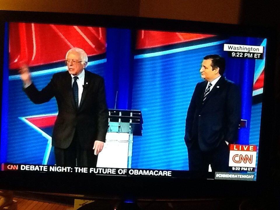 Sanders vs Cruz - Non, ceci n&#39;est pas un &quot;flahback&quot;, c&#39;est maintenant. #CNN #polusa <br>http://pic.twitter.com/DX6rz5SB9I