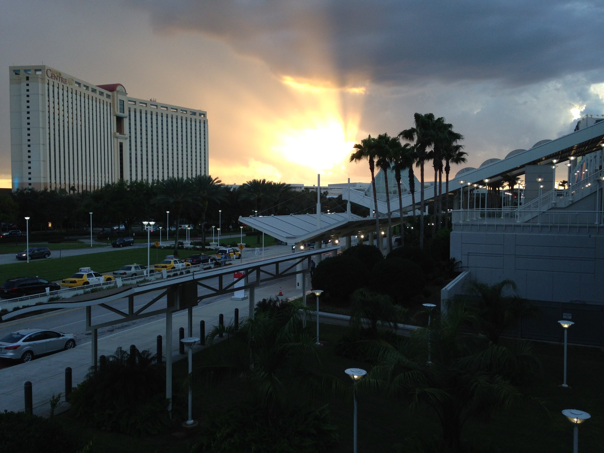 Ended #TheNAFEMShow Booth setup Day 1 to a gorgeous sunset between @RosenHotels @OCCC https://t.co/9N1KDkvLko