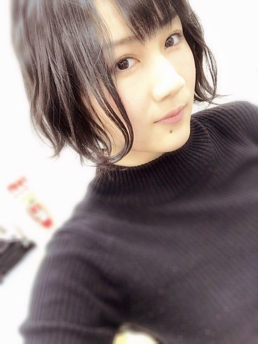 おやすみりなっち\(^.o ^)/  ブログ上がってないね😯  朝かな🌞  手首になぜか猫にひっかか…