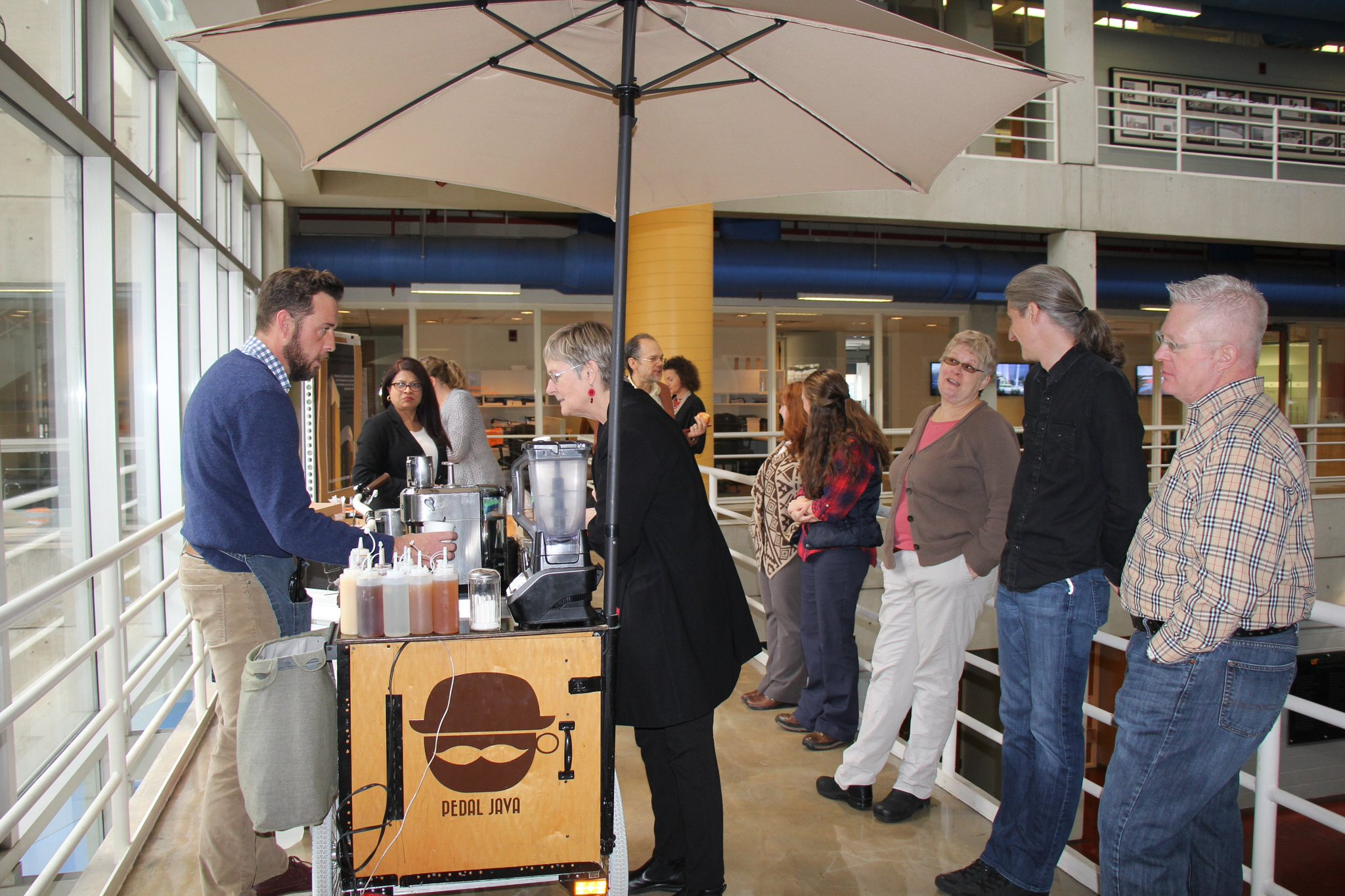 Today faculty and staff are enjoying coffee from @pedaljava and donuts from @DuckDonuts. Happy Faculty Appreciation Week! https://t.co/ZdBa20hE1e