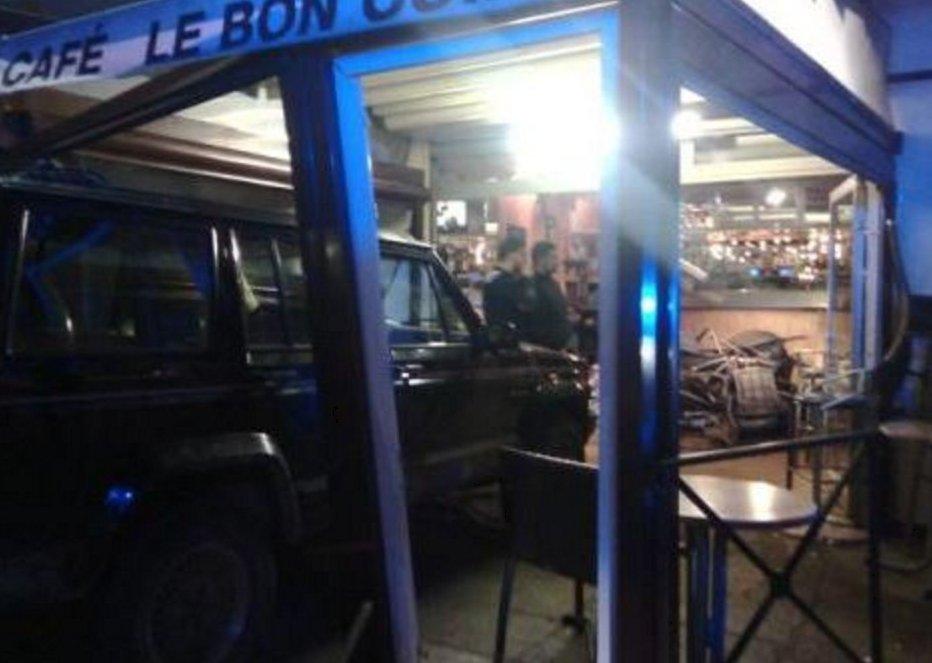 #URGENT! #Gard #LeVigan : Un homme alcoolisé viré d&#39;un café fonce en Jeep dans le bar faisant 3 blessés.  http://www. midilibre.fr/2017/02/08/le- vigan-ivre-il-fonce-dans-un-bar-et-blesse-grievement-trois-clients,1464583.php &nbsp; … <br>http://pic.twitter.com/EqNlndVoKq