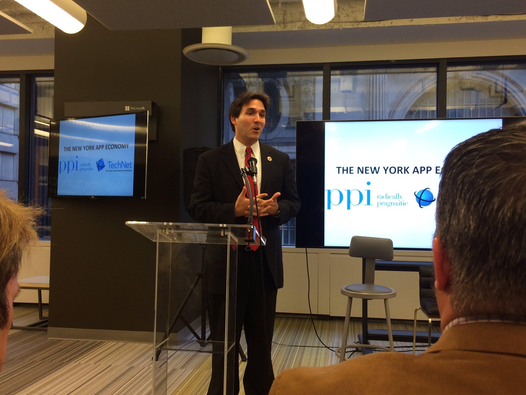NYC Councilman Ben Kallos: want to modernize government using apps @BenKallos #rewrite https://t.co/BQbfsYgWSJ