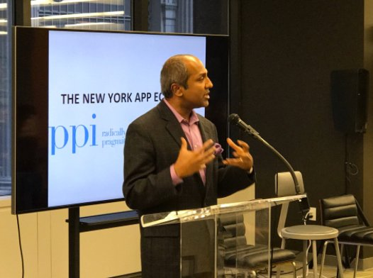 .@NYCgov's Chief Digital Officer @sree is speaking now on how New York City is supporting tech and startups. #AppEconomy https://t.co/V0C41xBLKS