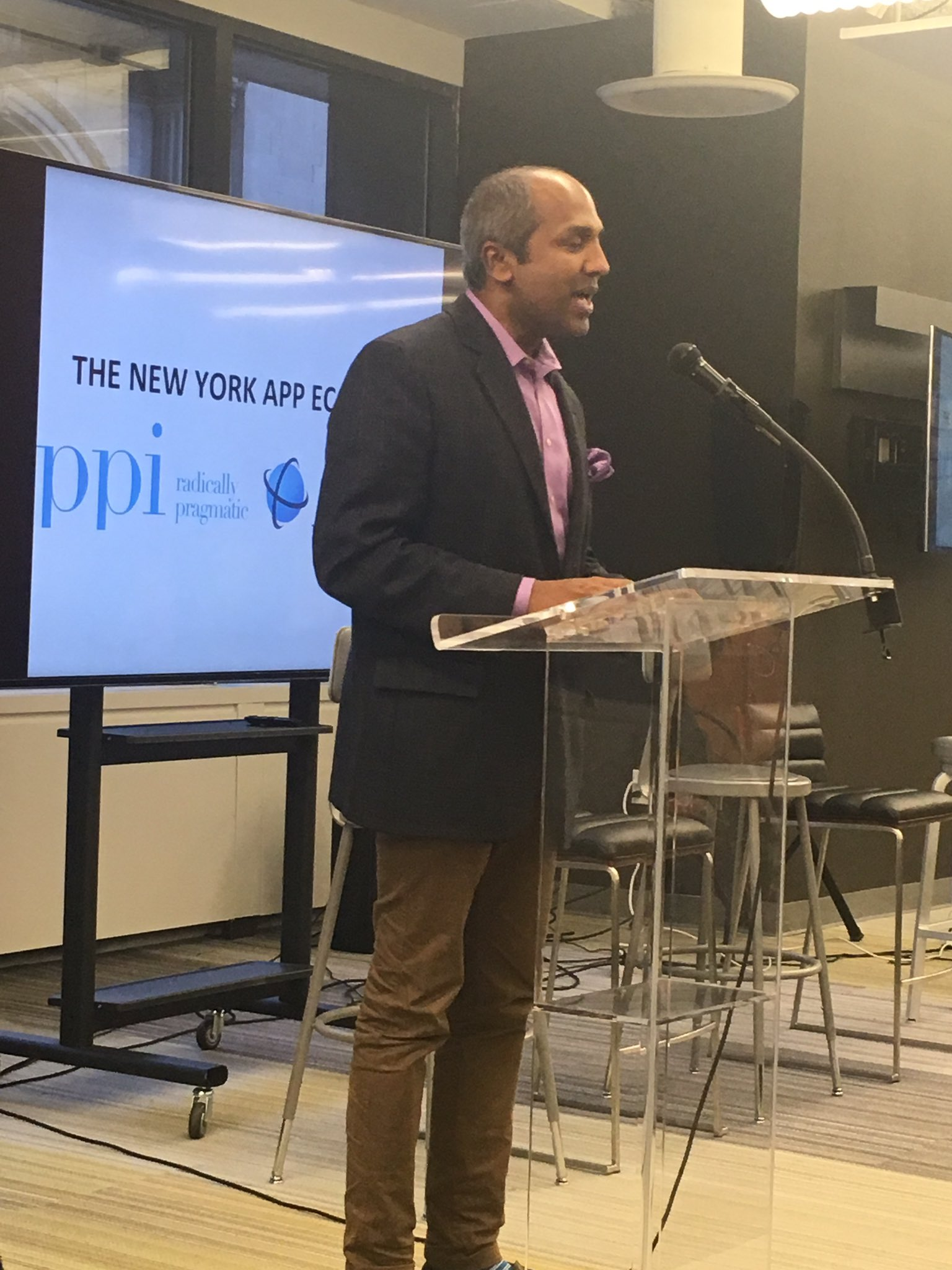 NY CDO @sree is a pioneer in the digital space! NY is lucky to have him innovating the future. #appeconomy https://t.co/uoZGRTqYhR
