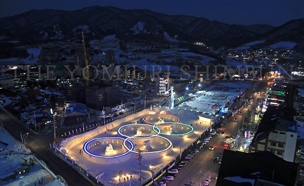 【2018年 #平昌 #オリンピック】開幕まで9日で1年です。平昌の開会式会場近くでは、五輪マークを…