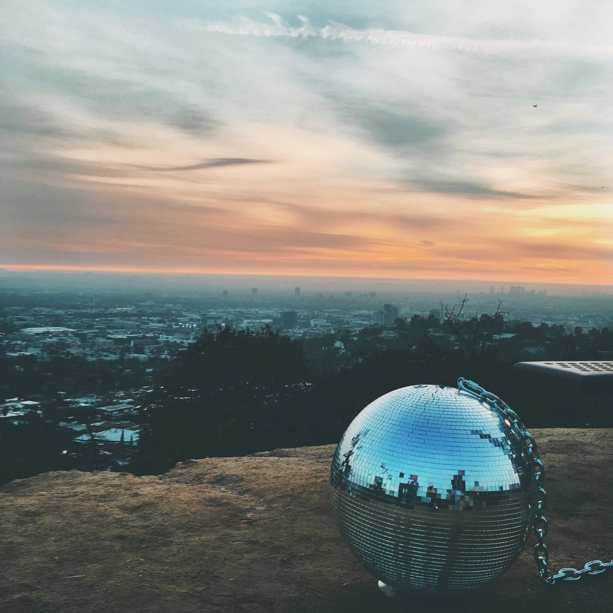 disco dreams in a los angeles scene // #chainedtotherhythm #katyperry @katyperry https://t.co/TEg4TMW6xK