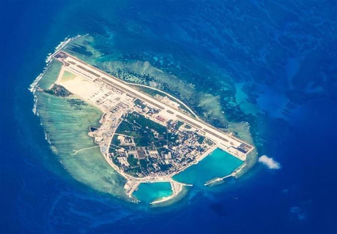 中国、西沙諸島にヘリ基地建設か 昨年8月の画像を米シンクタンクが解析 sankei.com/worl…